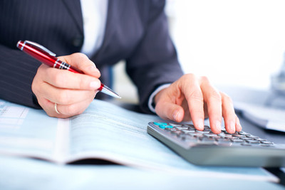 Durch sinnvolle und einfach umzusetzende Spartipps lassen sich die Sparmöglichkeiten in Haushalt und Alltag optimal umsetzen und somit bares Geld sparen