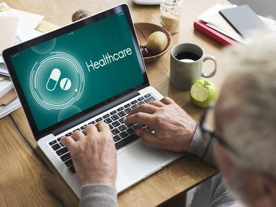 Um Arzneimittelkosten zu senken gibt es als Spartipp die Nutzung von Online-Apotheken