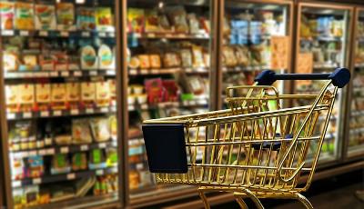 Wer vor dem Einkauf die Prospekte vergleicht, kann Geld sparen